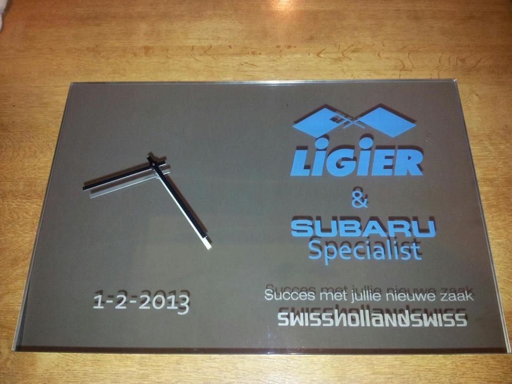 Spiegel Met Klok : Laserspiegel klok 50 x 70 cm rechthoekig graveren enzo is de